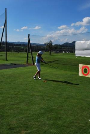 golf club aaretal in kiesen bern 9 loch golfplatz. Black Bedroom Furniture Sets. Home Design Ideas