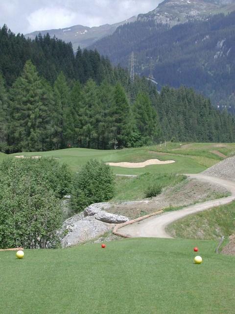 golf club klosters in klosters graub nden 9 loch golfplatz. Black Bedroom Furniture Sets. Home Design Ideas